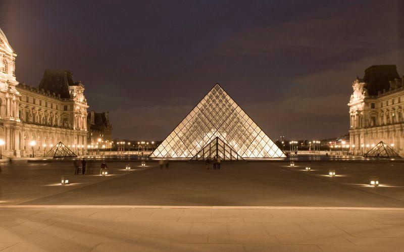 Paris pyramid louvre at night by sunnydarkside-d2xnw89